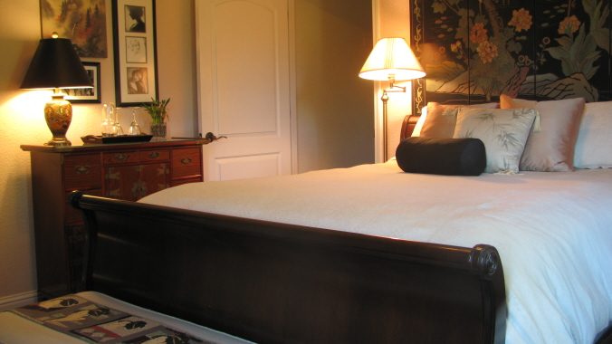 sleigh queen bed (door to private bath)